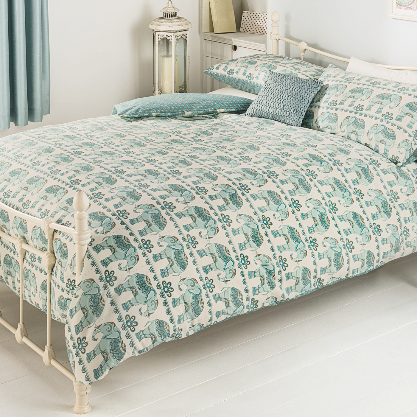 A double duvet cover is approximately 78 inches long by 78 inches wide. Single duvet covers are not quite as wide as the double duvet covers, spanning a width of about 60 inches. King size duvet covers are available that are 86 inches wide by 94 inches long. Duvet covers are designed to fit over duvets.