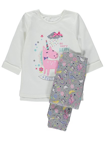My Little Pony fans will love this short sleeve pyjama set! My Little Pony character print. All-over print shorts. Elastic waist for comfort. Light-weight for warm nights.
