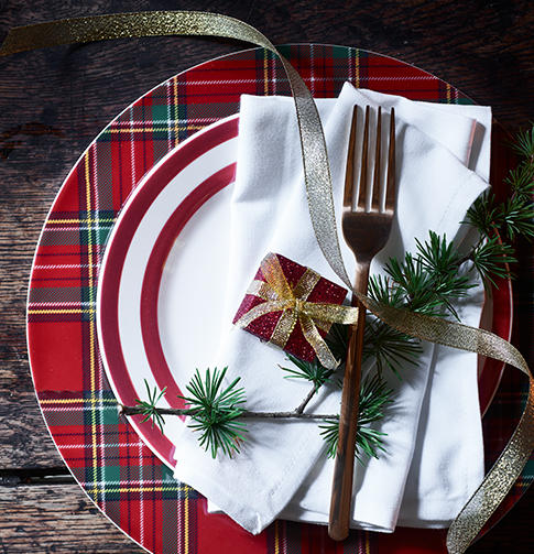 Give your table spread a Christmas makeover with these great home decor ideas at George.com