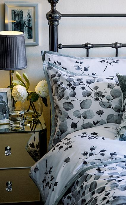 Give your bedroom a luxurious feel from soft chenille cushions to chic ornaments with our Classic Grey collection at George.com