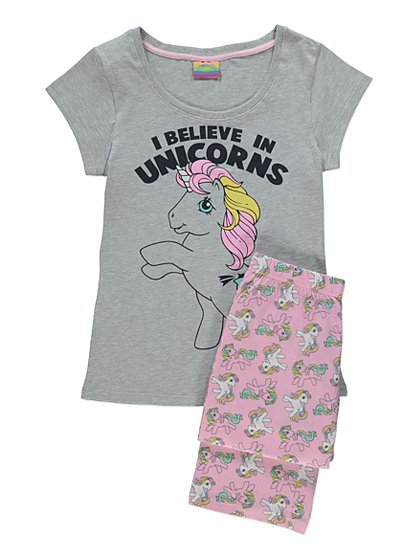 Super-soft and snuggly, this long-sleeve pyjama will keep her toasty warm in bed. Complete with a delightful unicorn print and a comfortable elasticised waist, she will want to wear them day and night! Made from cotton, this piece is available in Cloud and in sizes 2 to