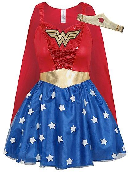 Man in wonder woman costume-6913