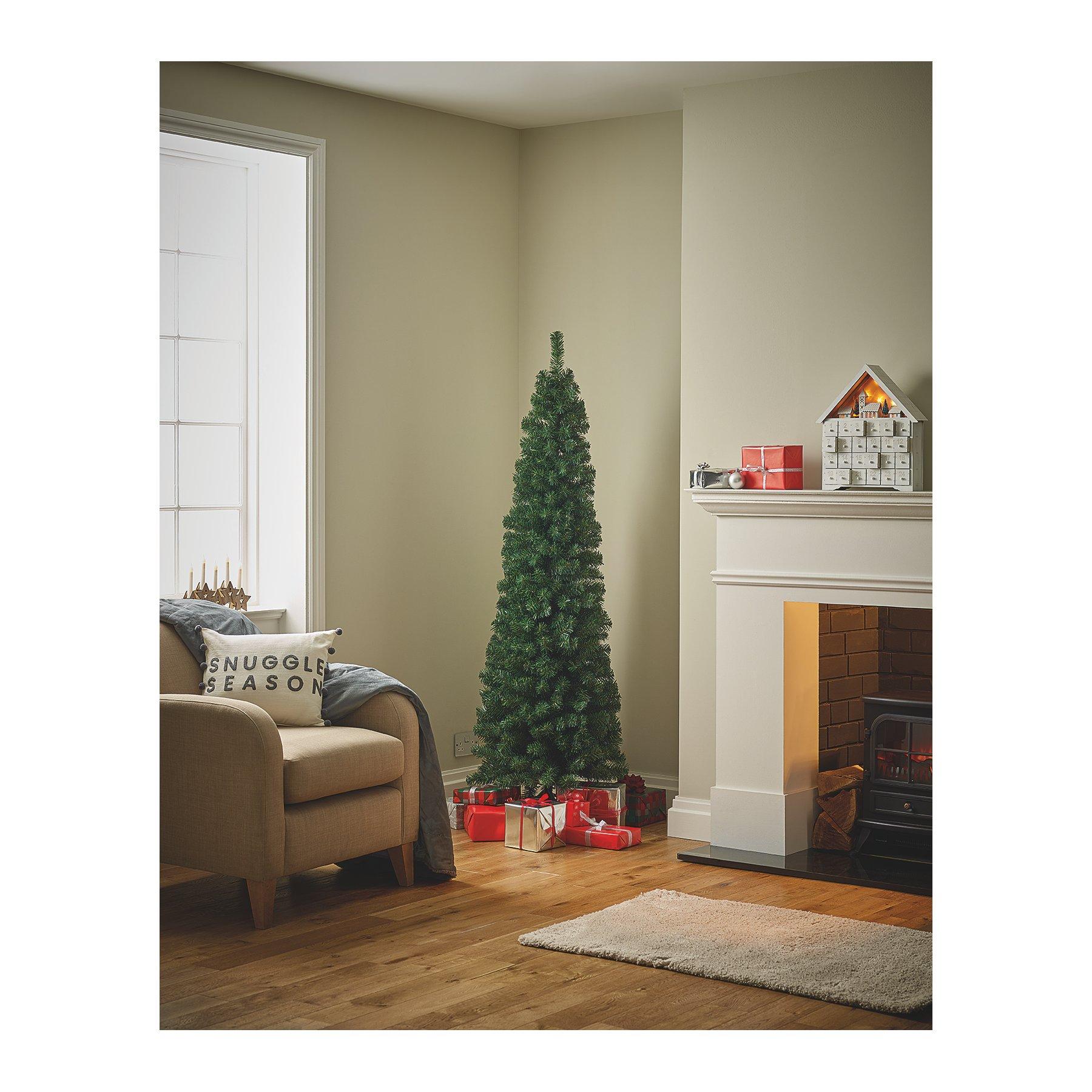 Tall Slim Christmas Tree.6ft Green Slim Christmas Tree