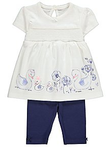 235a76e3e837 White Floral Swan Top and Navy Leggings Outfit