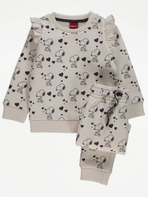 Peanuts™ Snoopy Cream Sweatshirt and Joggers Outfit
