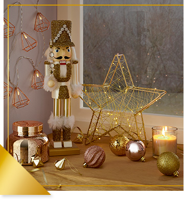 Our Ice Palace theme includes golden lighting and decorations