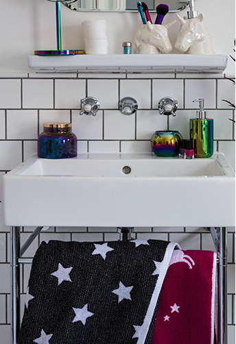 Add pearlescent finishes and space-themed towels in the bathroom