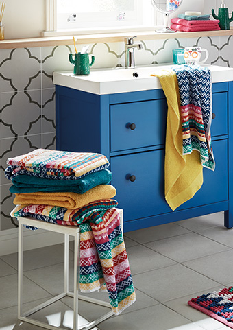If you're looking for ways to update your bathroom, Life & Style share tips on how you can add a splash of colour with repainting the walls, bathroom accessories and making use of existing styles without breaking the bank.