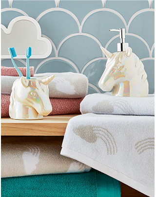 Our unicorn bathroom accessories will add a touch of magic to your décor