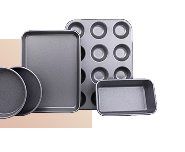 This 5-piece non-stick baking set is made from Teflon coated steel for added durability and improved heat distribution