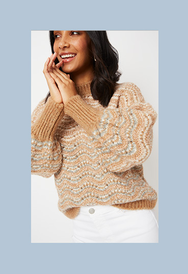 Woman in brown shimmering chunky knit jumper