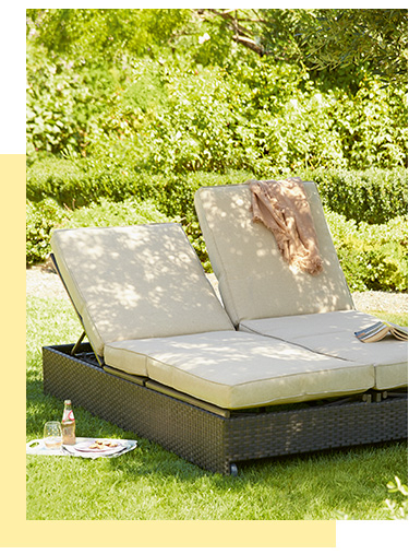Enjoy a blissful afternoons rest with our range of stylish outdoor loungers at George.com