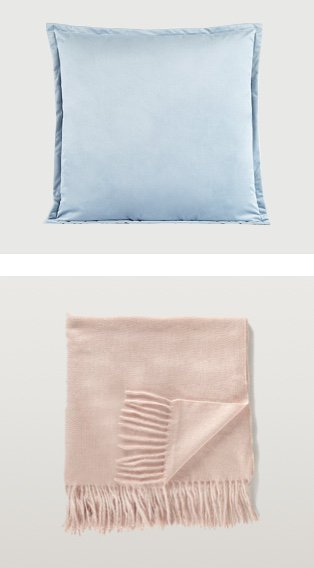 Blue velvet cushion and rose coloured throw