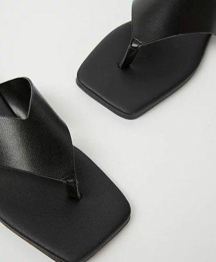 Black v-shape sandals.