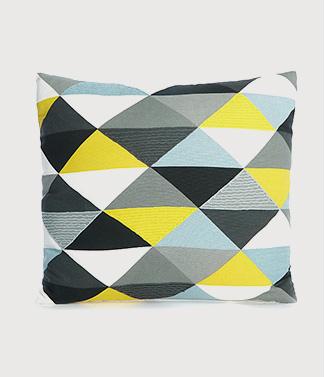 Geometric triangle cushion