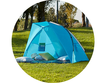Set up camp on the go with this beach tent, the ideal shelter for the beach, park or even the garden