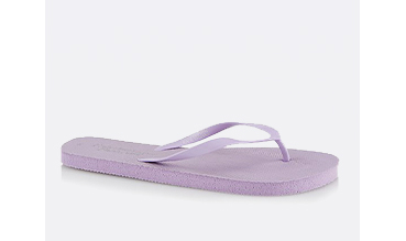 An essential year after year, you'll be completing every outfit with these versatile purple flip flops