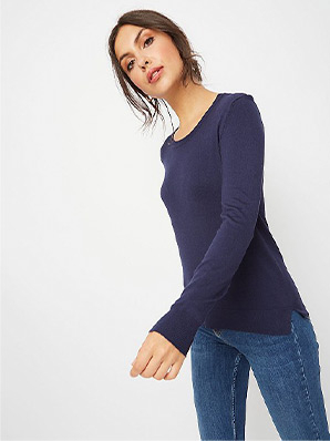 Pair this navy blue crew neck jumper with jeans for a casual look