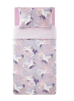 Add some magic to their bedroom with this enchanting purple duvet set, designed with unicorns with wings