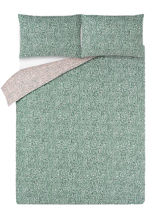 Give your bedding a fresh update with this green duvet set, designed with a textured weave pattern