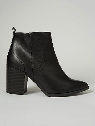 These black ankle boots feature a block heel and leather finish