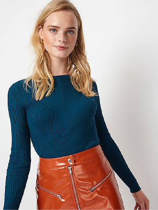 Lightweight with a ribbed finish, this teal crew neck jumper is the perfect staple