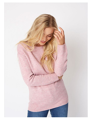 Woman wearing pink jumper and jeans