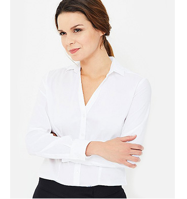 Woman wearing a white shirt with her arms crossed