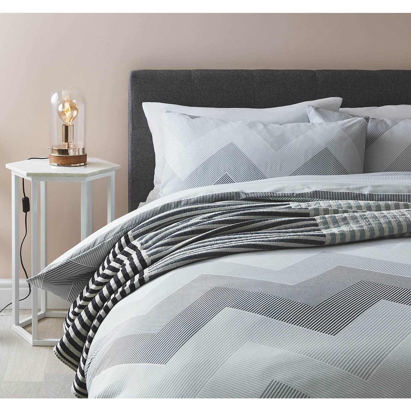 Monochrome Bedding Range Loading Zoom