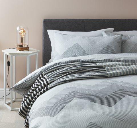 Monochrome Bedding Range