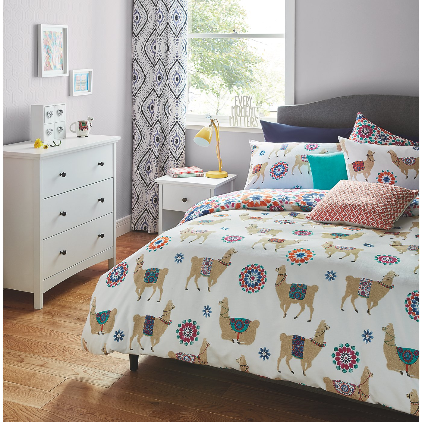 Llama Print Bedroom Range Loading Zoom