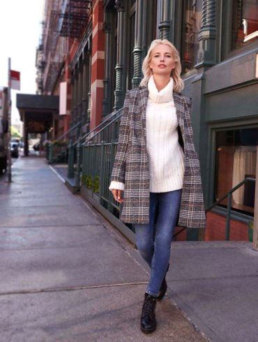 Black Check Coat and Skinny Jeans Outfit