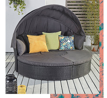 Soak up the sun in comfort with this Orlando garden day bed and lounge set