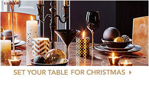 Looking to decorate your Christmas day table? We've got it covered with our top tips, from crackers to table decorations