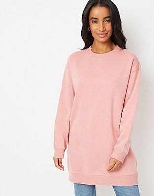 Woman in pink slouchy jumper and light blue jeans