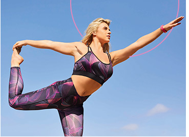 Reach your fitness goals with a matching sports bra and leggings set