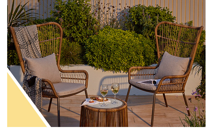Make al fresco dining easy with our stylish outdoor furniture