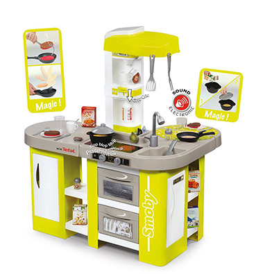Inspire your aspiring chefs with a Tefal Studio kitchen, complete with play oven, fridge and more