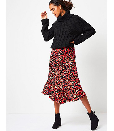 This fierce leopard print midi skirt comes with a pointed hem and front split