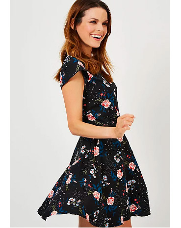 This dress comes with a beautiful floral design
