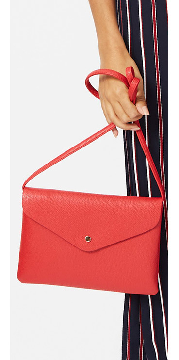 Go for a more minimalistic look with this gorgeous cross-body bag, coming in a red hue with a single stud