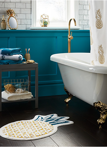 Refresh your bathroom with our range of pineapple-inspired accessories