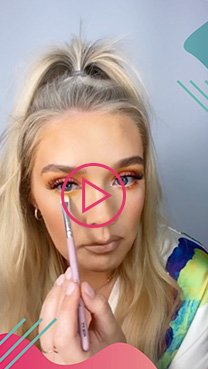 Hollie Flynn applying eyeshadow as part of her Glam tutorial
