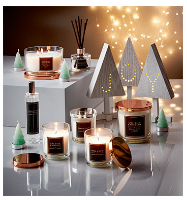 Bring a soothing glow into the home this festive season with our range of fresh, scented candles