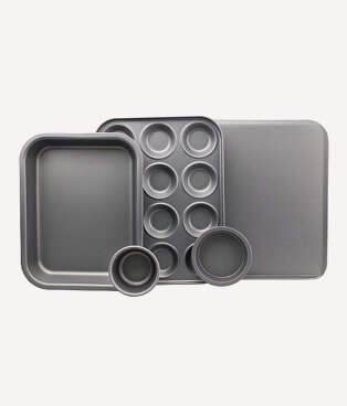 Set of baking trays
