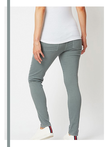 These over bump skinny jeans feature an elasticated jersey panel waistband to support you as your bump grows