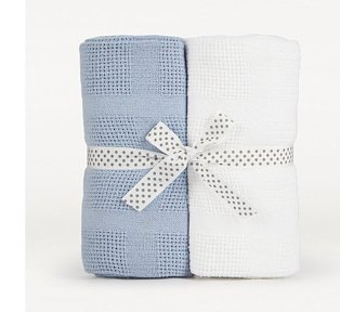 Pack of 2 white and blue baby blankets wrapped in printed bow.
